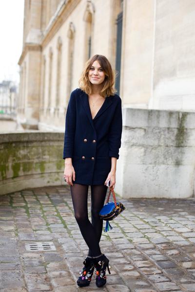 fashionista que é,sabe que um look total black é sinônimo de elegância